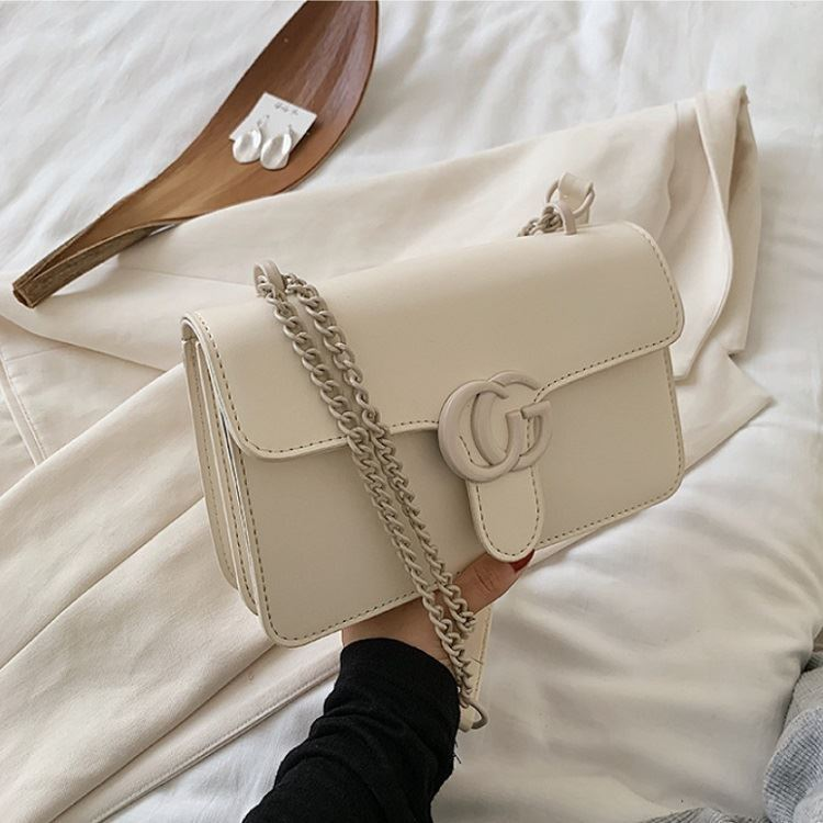JT8133 IDR.170.000 MATERIAL PU SIZE L23XH15XW6CM WEIGHT 500GR COLOR BEIGE