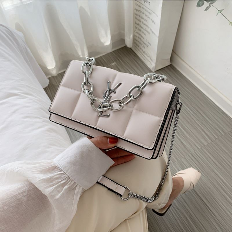 JT8136 IDR.170.000 MATERIAL PU SIZE L20.5XH12XW8CM WEIGHT 550GR COLOR BEIGE