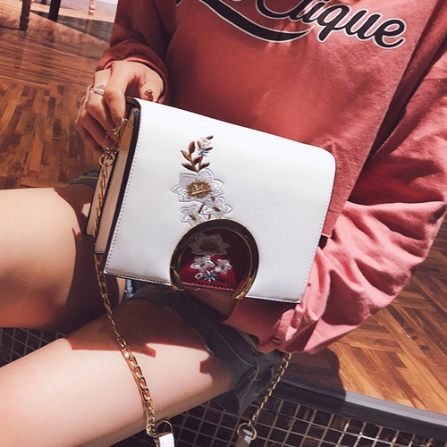 JT816 IDR.170.000 MATERIAL PU SIZE L20XH15XW11CM WEIGHT 600GR COLOR WHITE