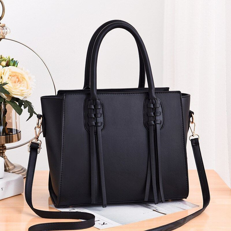 JT8160 IDR.165.000 MATERIAL PU SIZE L30XH24XW15CM WEIGHT 900GR COLOR BLACK