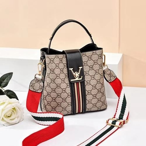 JT81890 IDR.149.000 MATERIAL PU SIZE L20XH19XW11CM WEIGHT 550GR COLOR BLACKGD