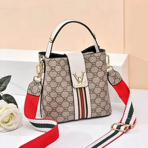 JT81890 IDR.149.000 MATERIAL PU SIZE L20XH19XW11CM WEIGHT 550GR COLOR WHITEGD