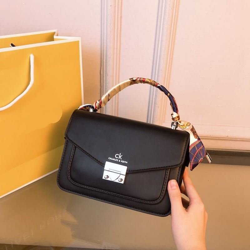 JT8207 IDR.188.000 MATERIAL PU SIZE L21XH19XW8CM WEIGHT 600GR COLOR BLACK