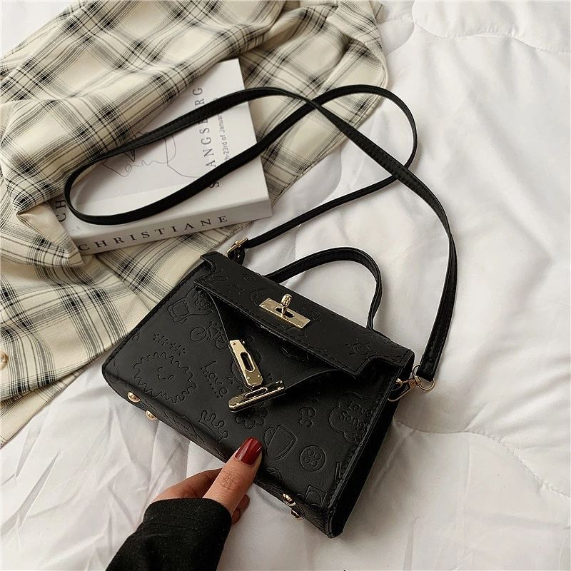 JT83330 IDR.145.000 MATERIAL PU SIZE L19XH14XW7CM WEIGHT 260GR COLOR BLACK