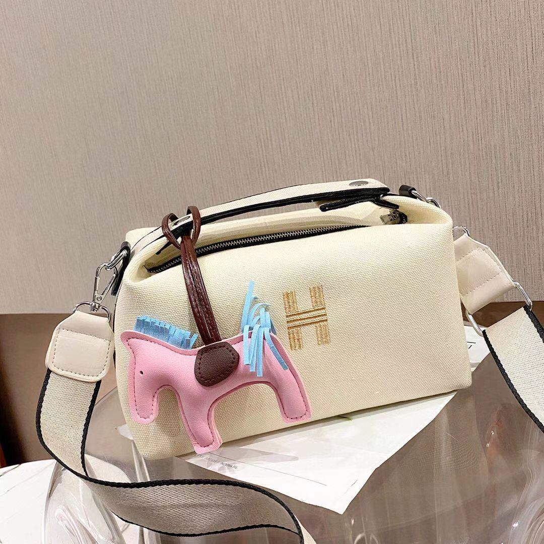 JT8344 IDR.162.000 MATERIAL CANVAS SIZE L28XH18XW14CM WEIGHT 500GR COLOR WHITE