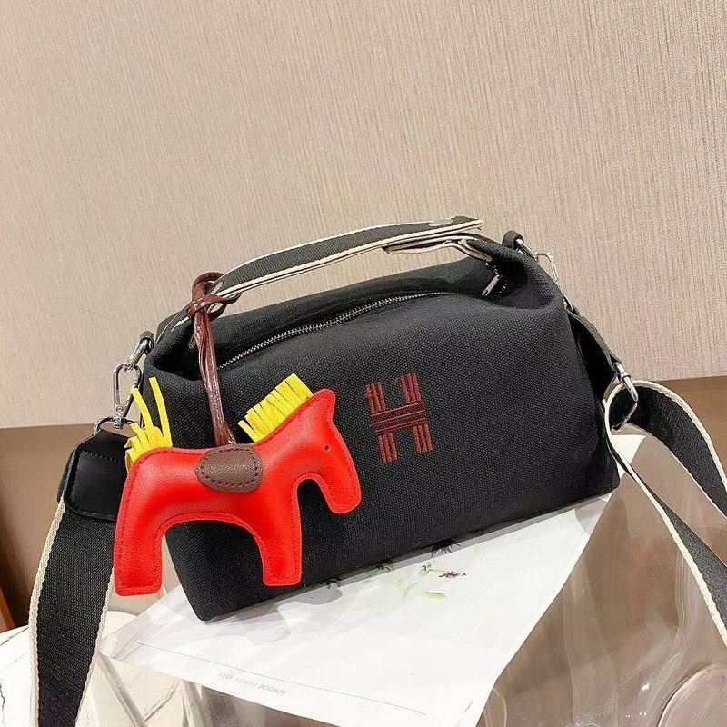 JT8344 IDR.162.000 MATERIAL PU SIZE L28XH18XW14CM WEIGHT 500GR COLOR BLACK