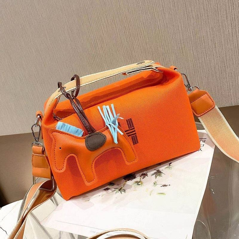 JT8344 IDR.162.000 MATERIAL PU SIZE L28XH18XW14CM WEIGHT 500GR COLOR ORANGE