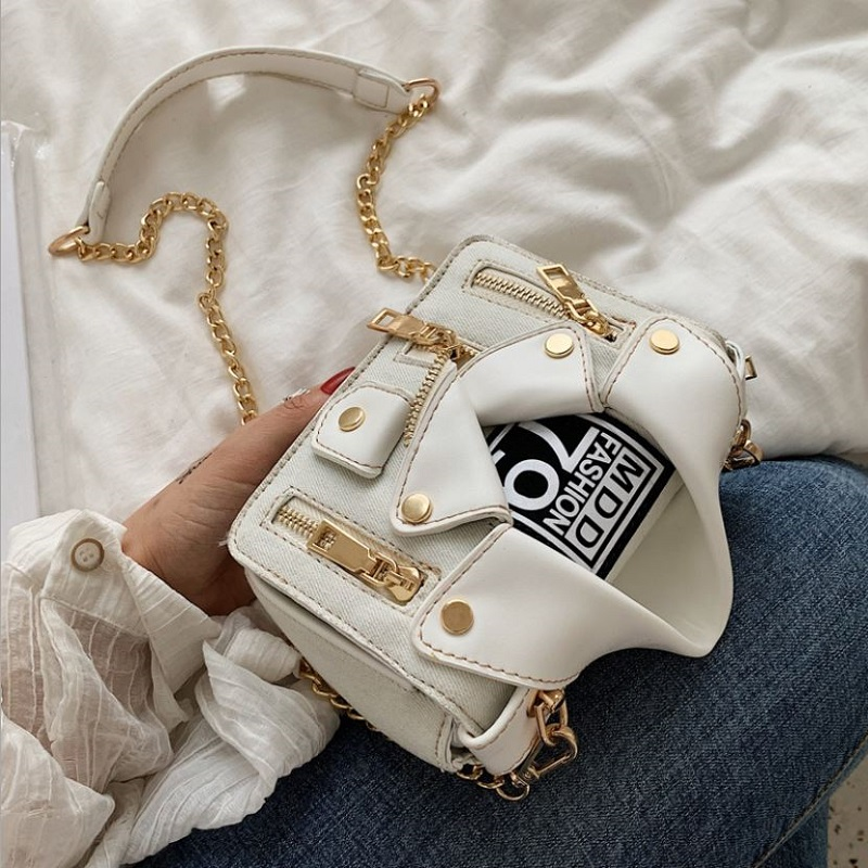 JT8399 IDR.178.000 MATERIAL PU SIZE L18XH15XW6CM WEIGHT 450GR COLOR WHITE