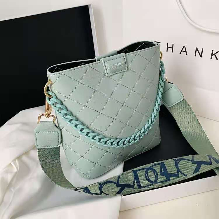 JT8460 IDR.169.000 MATERIAL PU SIZE L21XH20XW9CM WEIGHT 400GR COLOR GREEN