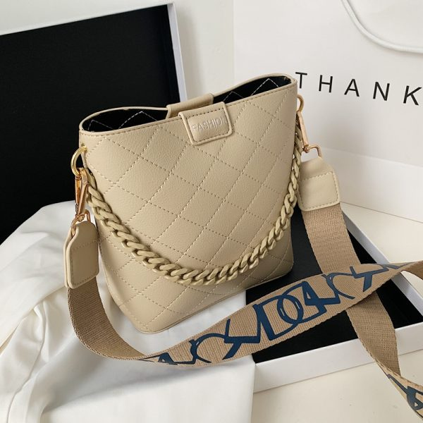 JT8460 IDR.169.000 MATERIAL PU SIZE L21XH20XW9CM WEIGHT 400GR COLOR KHAKI