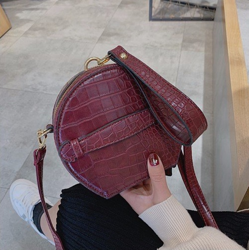 JT8583 IDR.155.000 MATERIAL PU SIZE L16XH16XW9CM WEIGHT 400GR COLOR RED