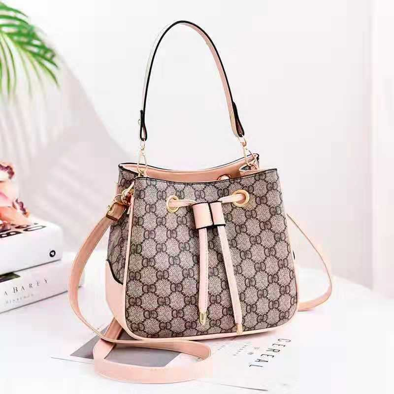 JT86211 IDR.165.000 MATERIAL PU SIZE L22XH19.5XW12CM WEIGHT 650GR COLOR GDPINK