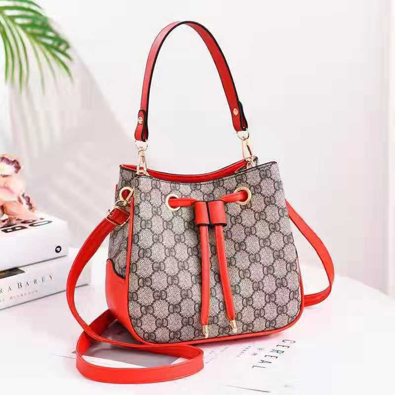 JT86211 IDR.165.000 MATERIAL PU SIZE L22XH19.5XW12CM WEIGHT 650GR COLOR GDRED