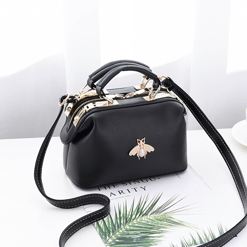 JT8805 IDR.175.000 MATERIAL PU SIZE L20XH13XW11CM WEIGHT 600GR COLOR BLACK