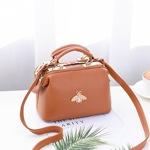 JT8805 IDR.175.000 MATERIAL PU SIZE L20XH13XW11CM WEIGHT 600GR COLOR BROWN
