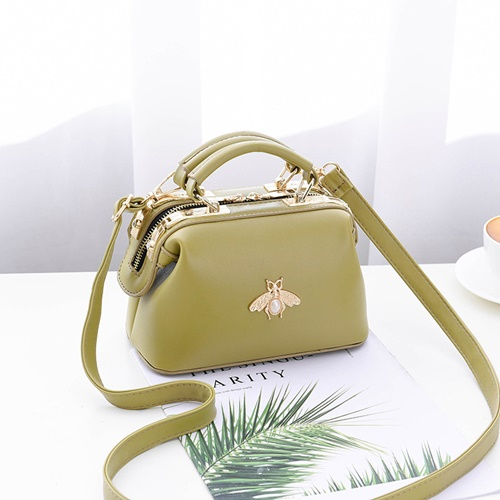 JT8805 IDR.175.000 MATERIAL PU SIZE L20XH13XW11CM WEIGHT 600GR COLOR GREEN