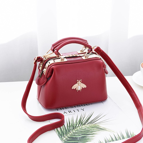 JT8805 IDR.175.000 MATERIAL PU SIZE L20XH13XW11CM WEIGHT 600GR COLOR RED
