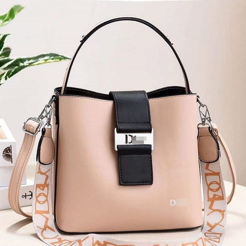 JT88073 IDR.178.000 MATERIAL PU SIZE L23XH21XW12CM WEIGHT 600GR COLOR APRICOT
