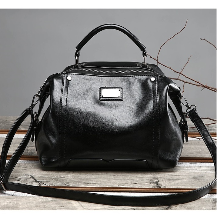 JT8815 IDR.190.000 MATERIAL PU SIZE L27XH20XW15CM WEIGHT 650GR COLOR BLACK