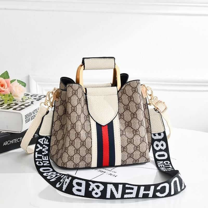 JT88216 IDR.152.000 MATERIAL PU SIZE L21XH17XW11CM WEIGHT 450GR COLOR BEIGE
