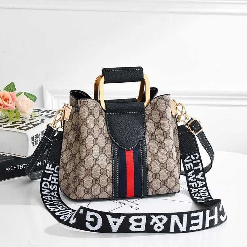 JT88216 IDR.152.000 MATERIAL PU SIZE L21XH17XW11CM WEIGHT 450GR COLOR BLACK