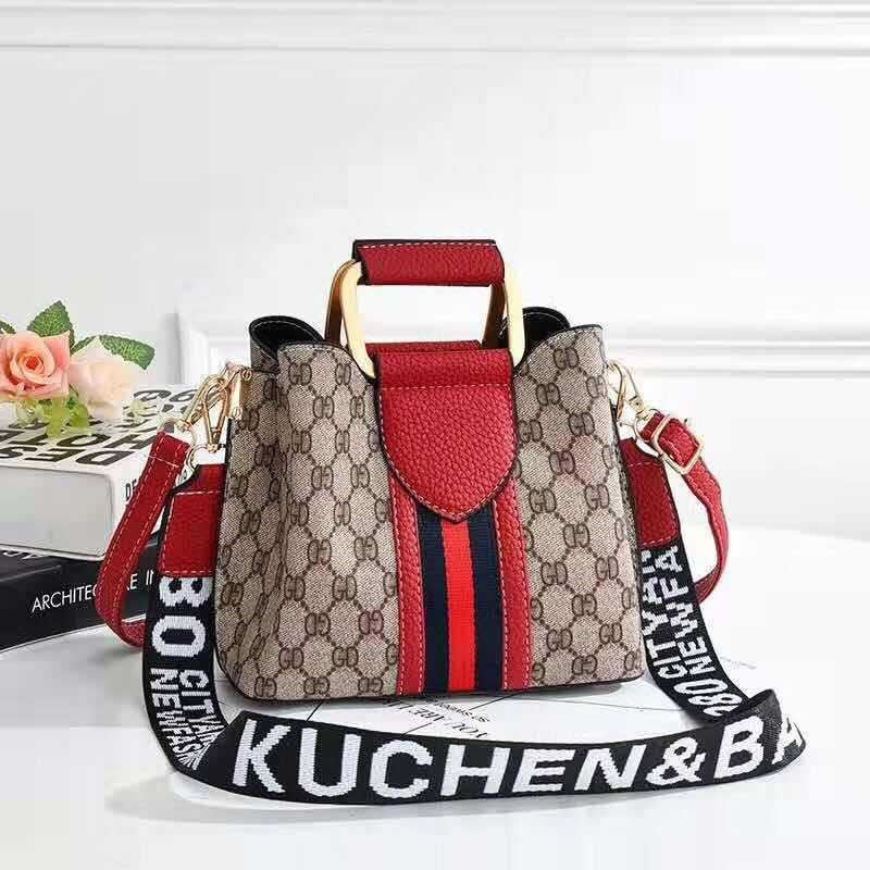 JT88216 IDR.152.000 MATERIAL PU SIZE L21XH17XW11CM WEIGHT 450GR COLOR RED