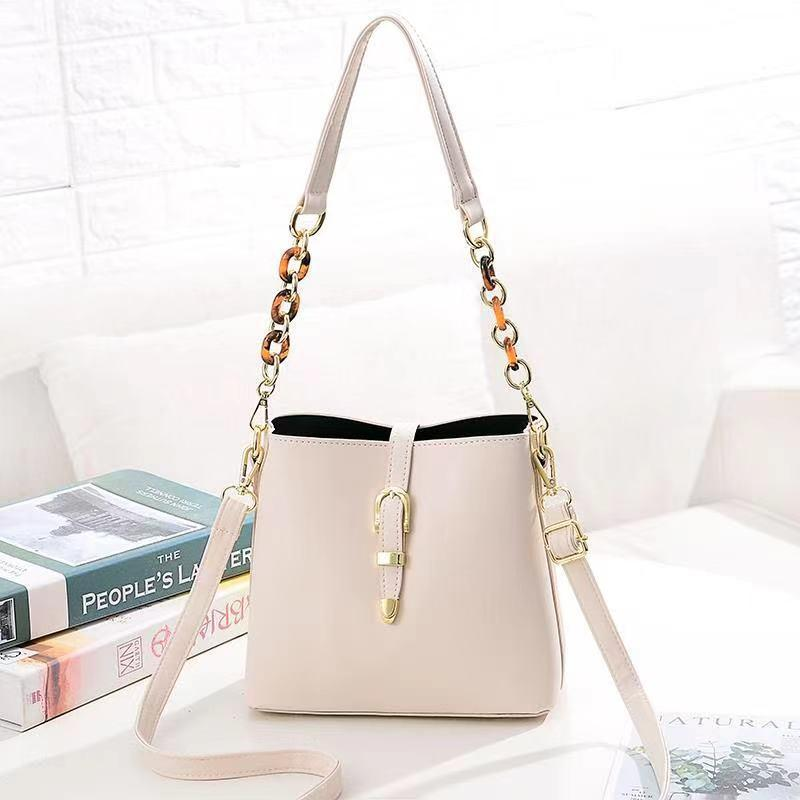 JT8836 IDR.172.000 MATERIAL PU SIZE L21XH19.5XW11.5CM WEIGHT 550GR COLOR BEIGE
