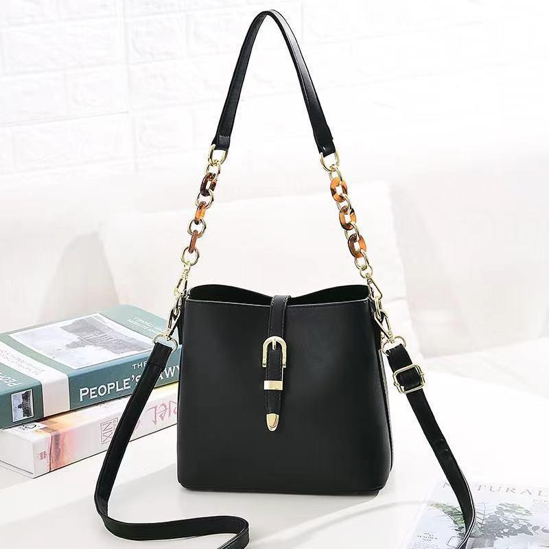 JT8836 IDR.172.000 MATERIAL PU SIZE L21XH19.5XW11.5CM WEIGHT 550GR COLOR BLACK