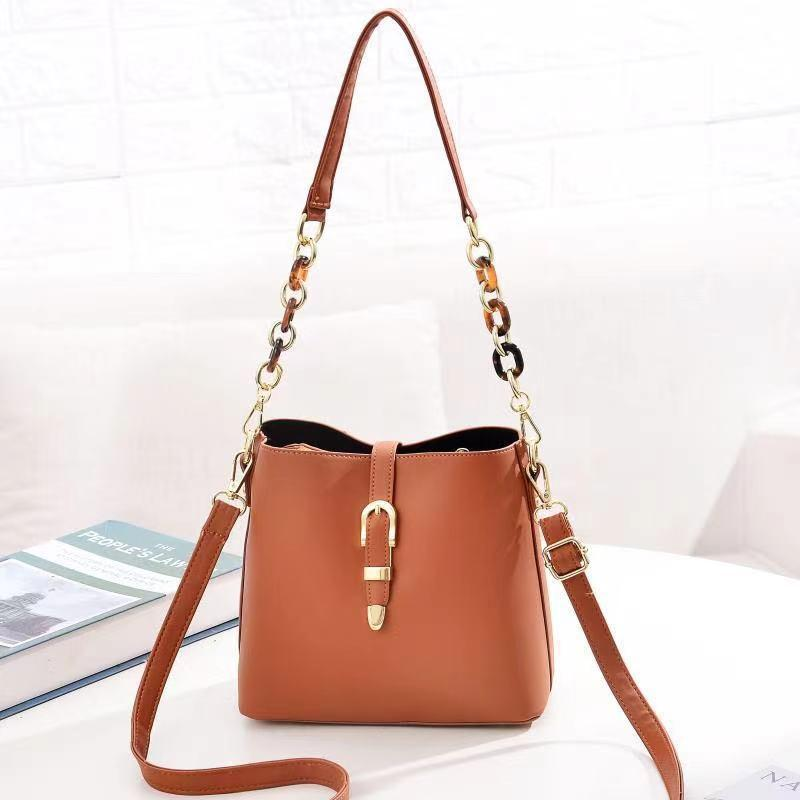 JT8836 IDR.172.000 MATERIAL PU SIZE L21XH19.5XW11.5CM WEIGHT 550GR COLOR BROWN