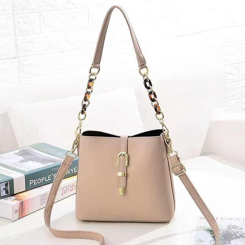 JT8836 IDR.172.000 MATERIAL PU SIZE L21XH19.5XW11.5CM WEIGHT 550GR COLOR KHAKI