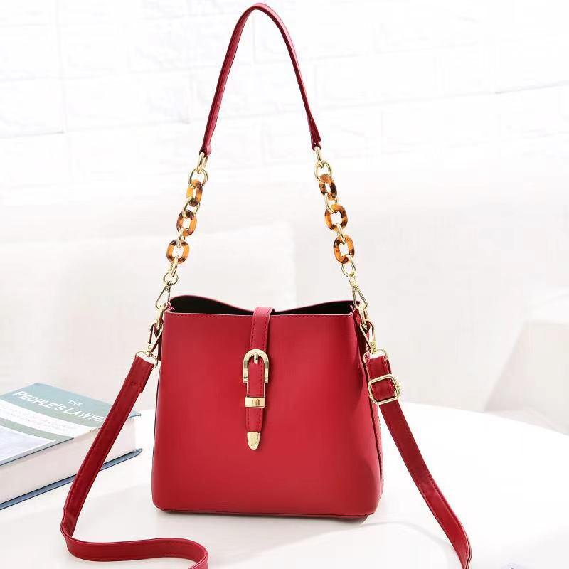 JT8836 IDR.172.000 MATERIAL PU SIZE L21XH19.5XW11.5CM WEIGHT 550GR COLOR RED