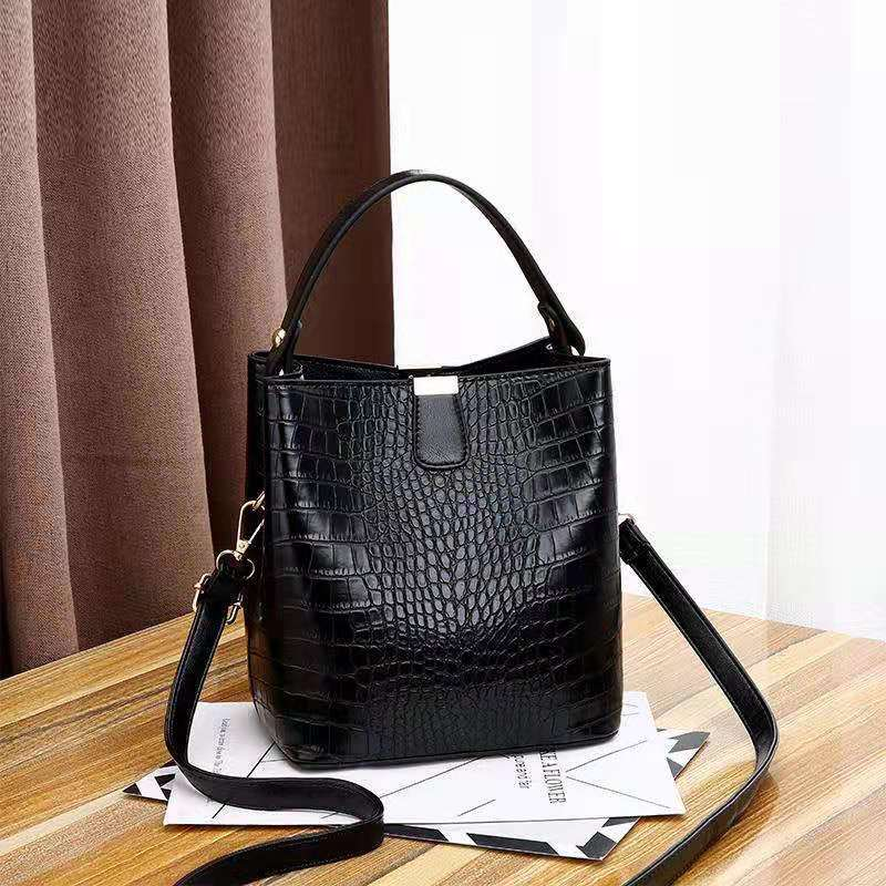JT8881 IDR.170.000 MATERIAL PU SIZE L20XH22XW14CM WEIGHT 600GR COLOR BLACK