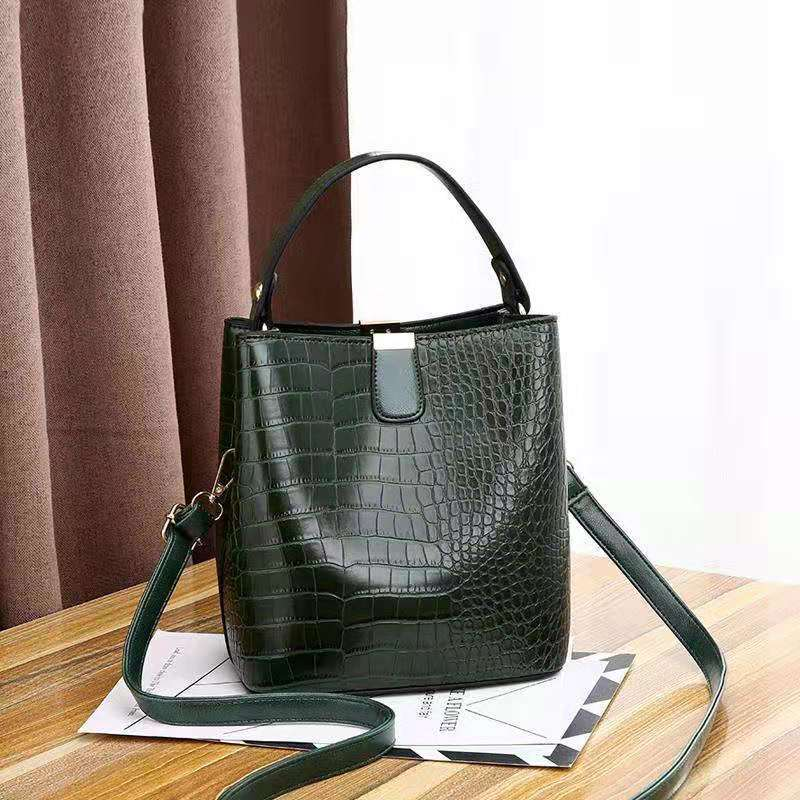 JT8881 IDR.170.000 MATERIAL PU SIZE L20XH22XW14CM WEIGHT 600GR COLOR GREEN