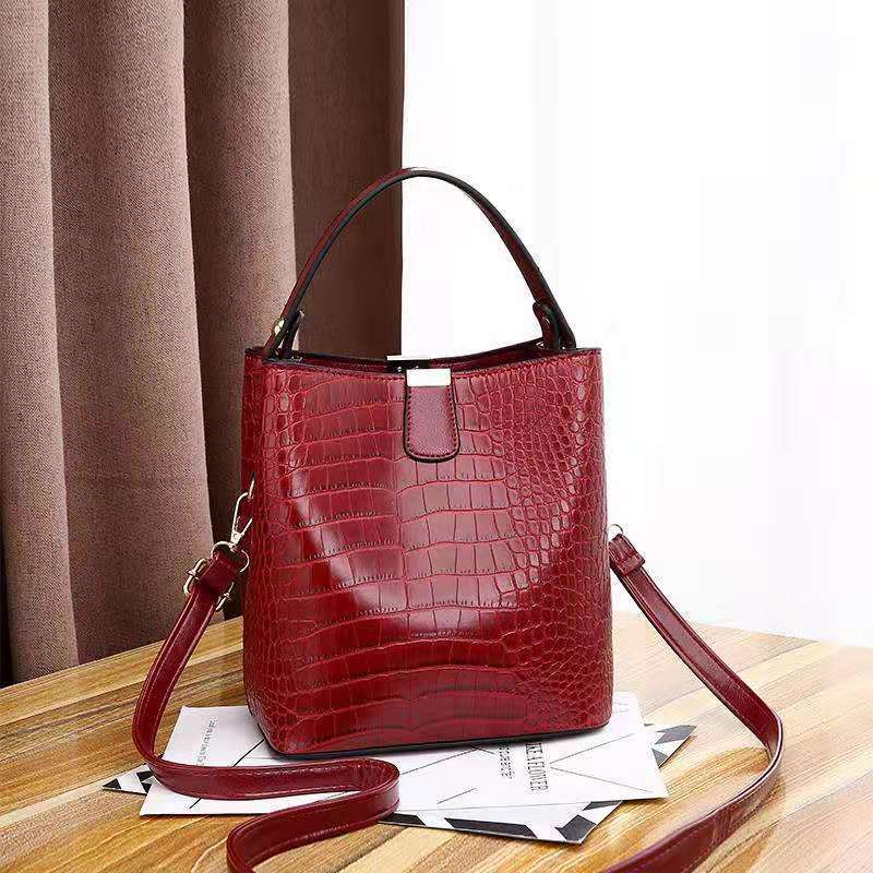 JT8881 IDR.170.000 MATERIAL PU SIZE L20XH22XW14CM WEIGHT 600GR COLOR RED