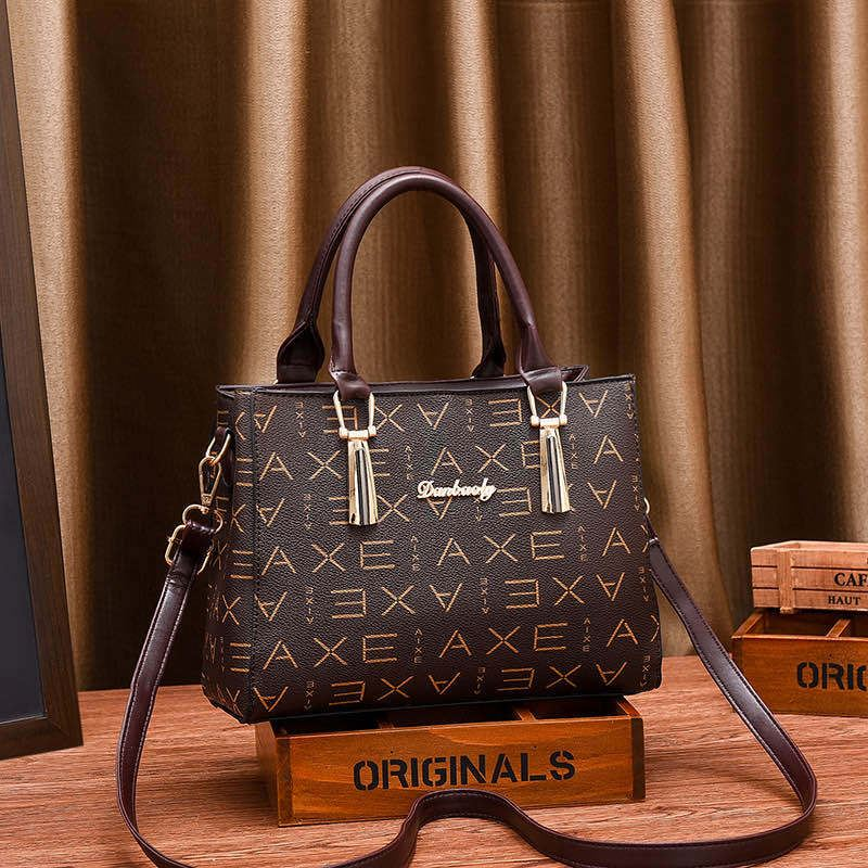 JT89071 IDR.175.000 MATERIAL PU SIZE L26XH20XW10CM WEIGHT 700GR COLOR AXEBROWN