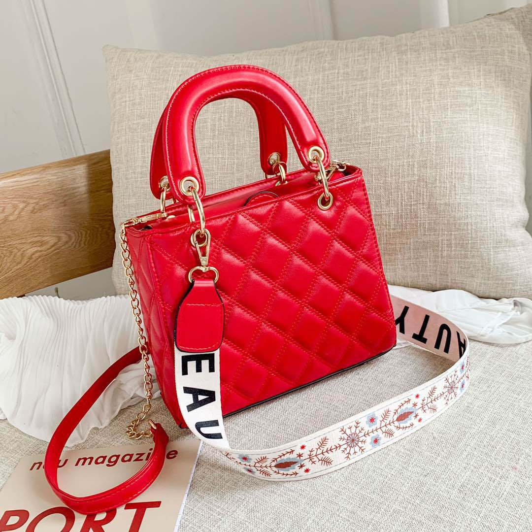 JT8910 IDR.175.000 MATERIAL PU SIZE L22XH18XW8CM WEIGHT 650GR COLOR RED