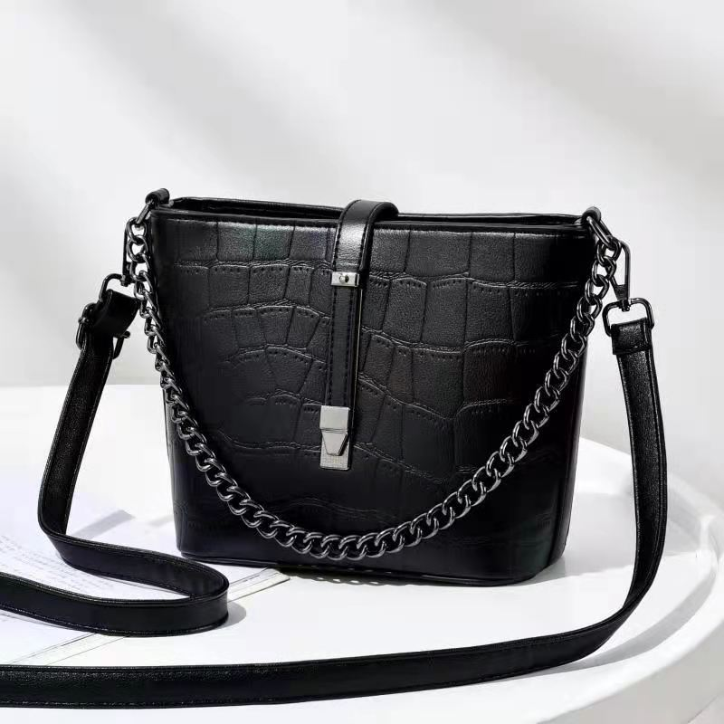 JT89971 IDR.176.000 MATERIAL PU SIZE L20XH18XW9CM WEIGHT 600GR COLOR BLACK
