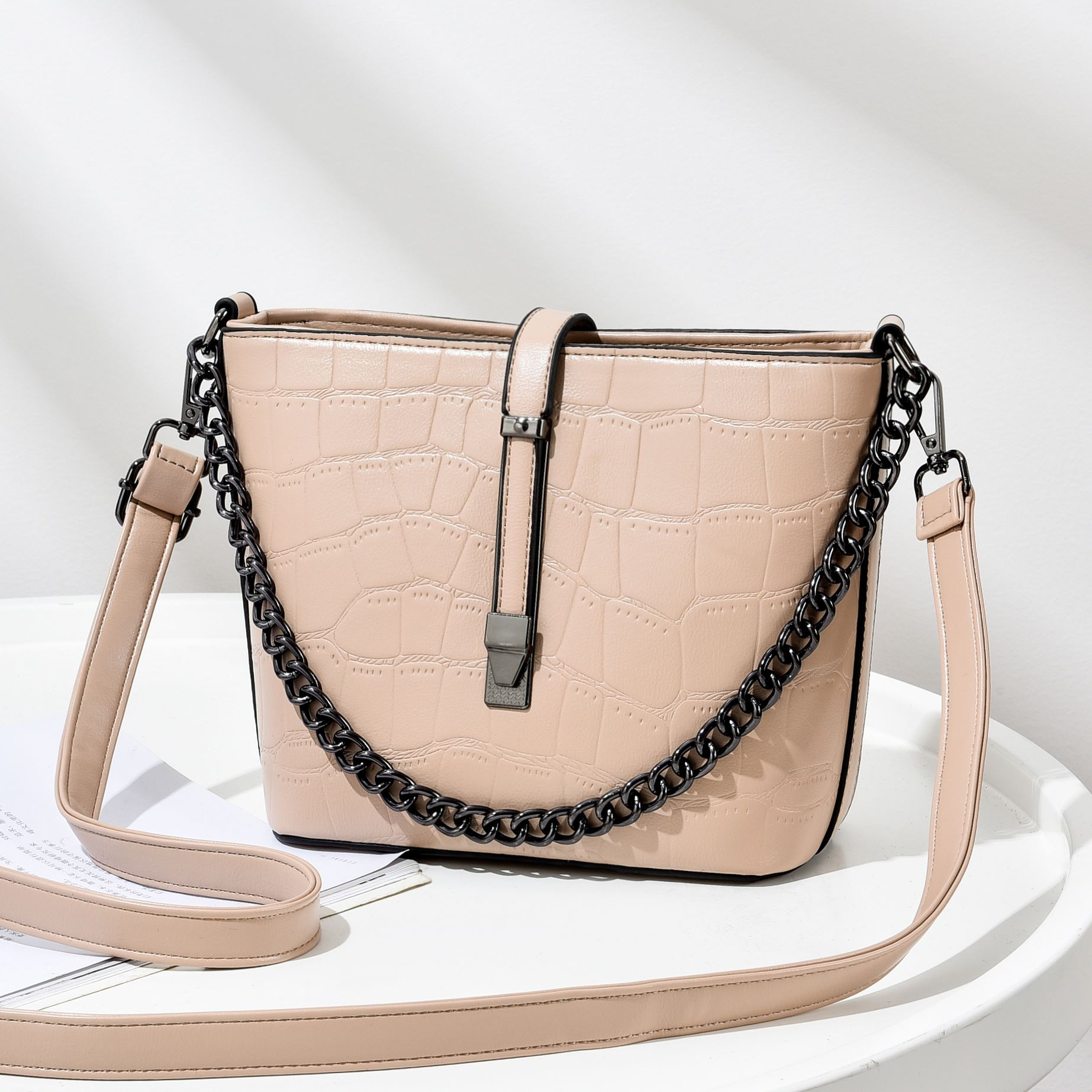 JT89971 IDR.176.000 MATERIAL PU SIZE L20XH18XW9CM WEIGHT 600GR COLOR KHAKI