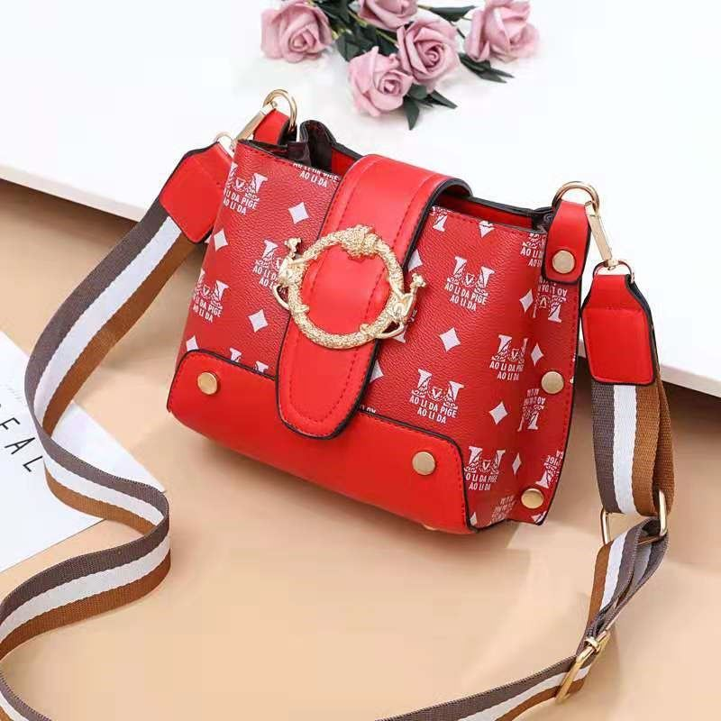 JT9008 IDR.158.000 MATERIAL PU SIZE L18XH17XW11CM WEIGHT 500GR COLOR RED