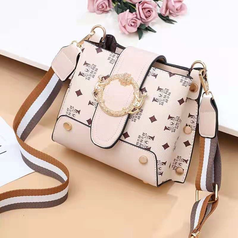JT9008 IDR.167.000  MATERIAL PU SIZE L18XH17XW11CM WEIGHT 500GR COLOR BEIGE