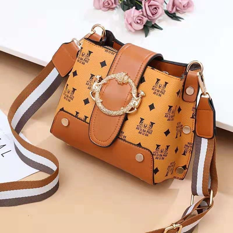 JT9008 IDR.167.000  MATERIAL PU SIZE L18XH17XW11CM WEIGHT 500GR COLOR BROWN