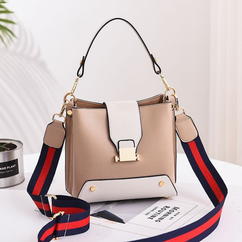 JT9018 IDR.155.000 MATERIAL PU SIZE L19XH18XW11CM WEIGHT 550GR COLOR KHAKI