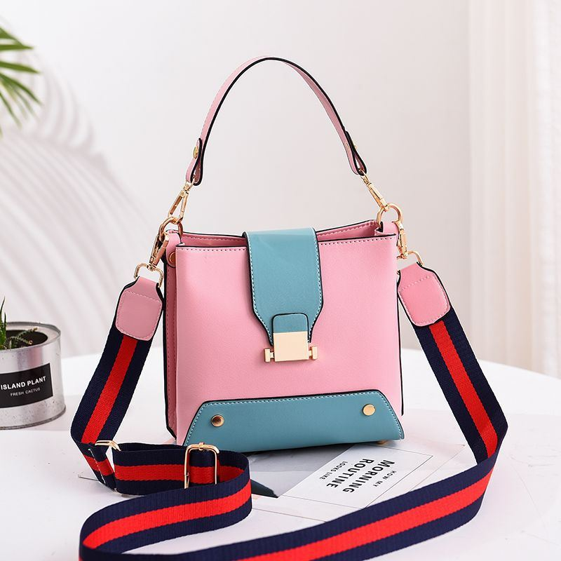 JT9018 IDR.155.000 MATERIAL PU SIZE L19XH18XW11CM WEIGHT 550GR COLOR PINK