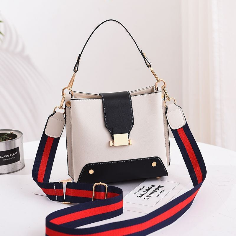 JT9018 IDR.155.000 MATERIAL PU SIZE L19XH18XW11CM WEIGHT 550GR COLOR WHITE