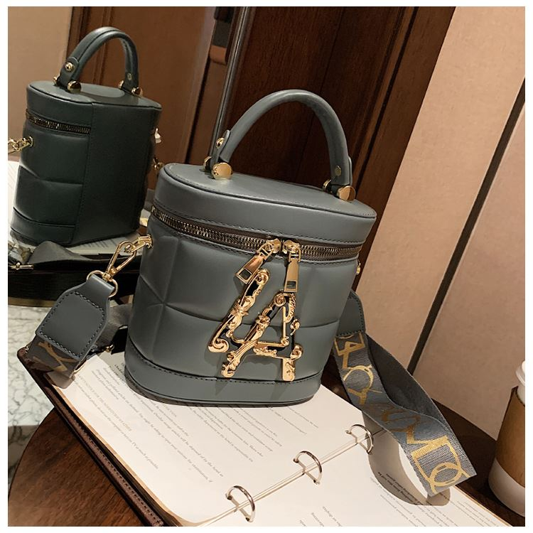 JT9036 IDR.176.000 MATERIAL PU SIZE L18XH17XW7.5CM WEIGHT 490GR COLOR GRAY