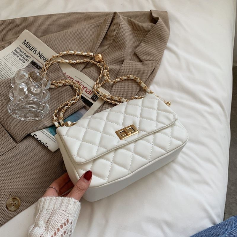 JT90457 IDR.166.000 MATERIAL PU SIZE L24XH16.5XW7.5CM WEIGHT 470GR COLOR SMALLWHITE