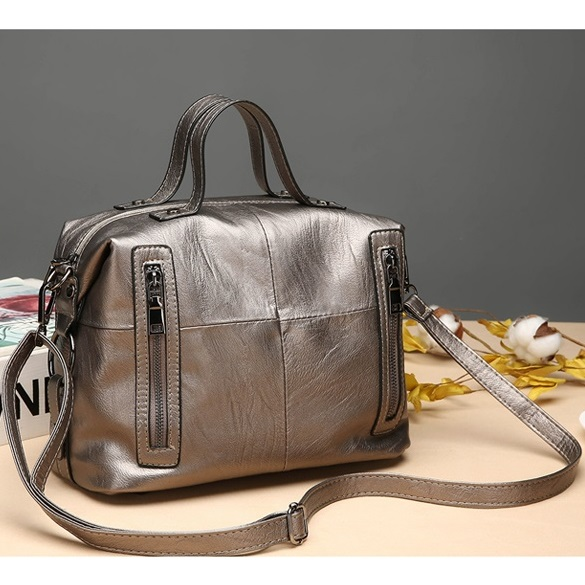 JT927 IDR.195.000 MATERIAL PU SIZE L28XH19XW14CM WEIGHT 550GR COLOR SILVER
