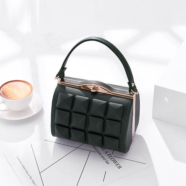 JT92969 IDR.190.000 MATERIAL PU SIZE L18XH13X13CM WEIGHT 700GR COLOR GREEN