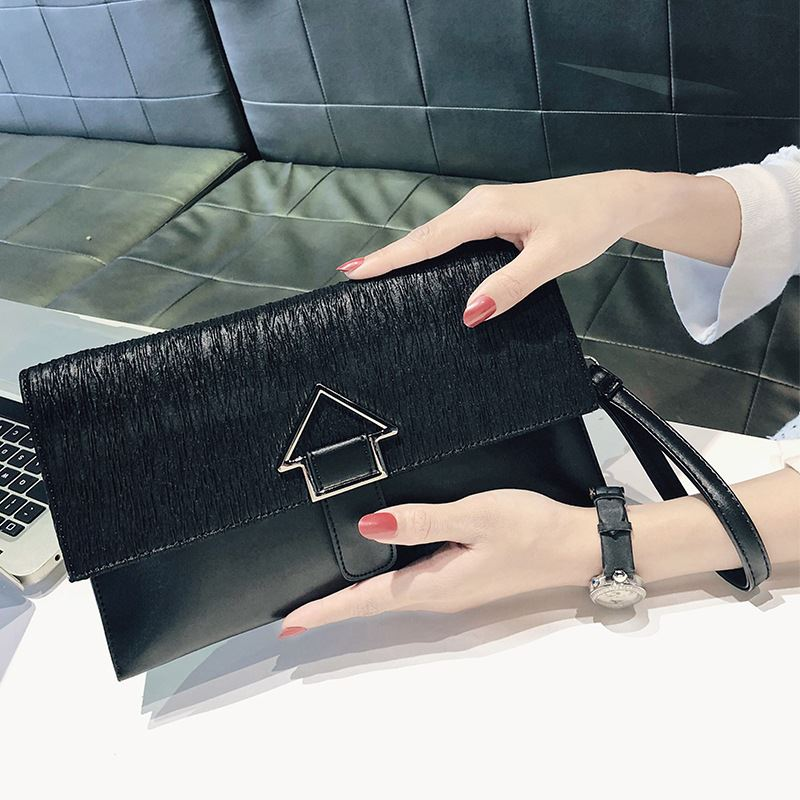 JT93497 IDR.165.000 MATERIAL PU SIZE L26XH15.5XW3CM WEIGHT 400GR COLOR BLACK