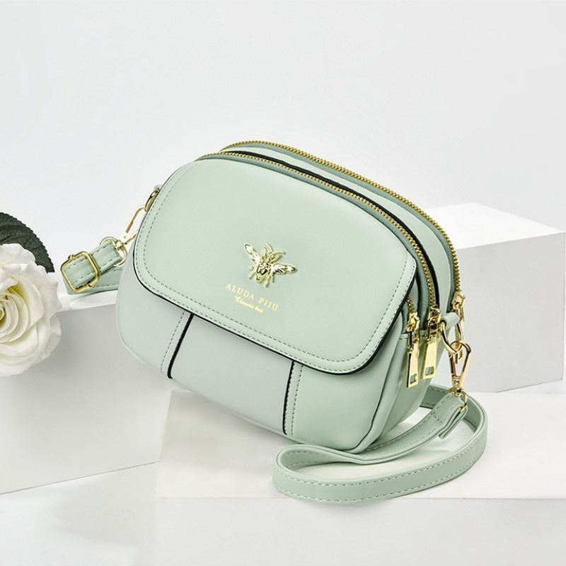 JT93886 IDR.165.000 MATERIAL PU SIZE L21XH16XW7CM WEIGHT 450GR COLOR LIGHTGREEN